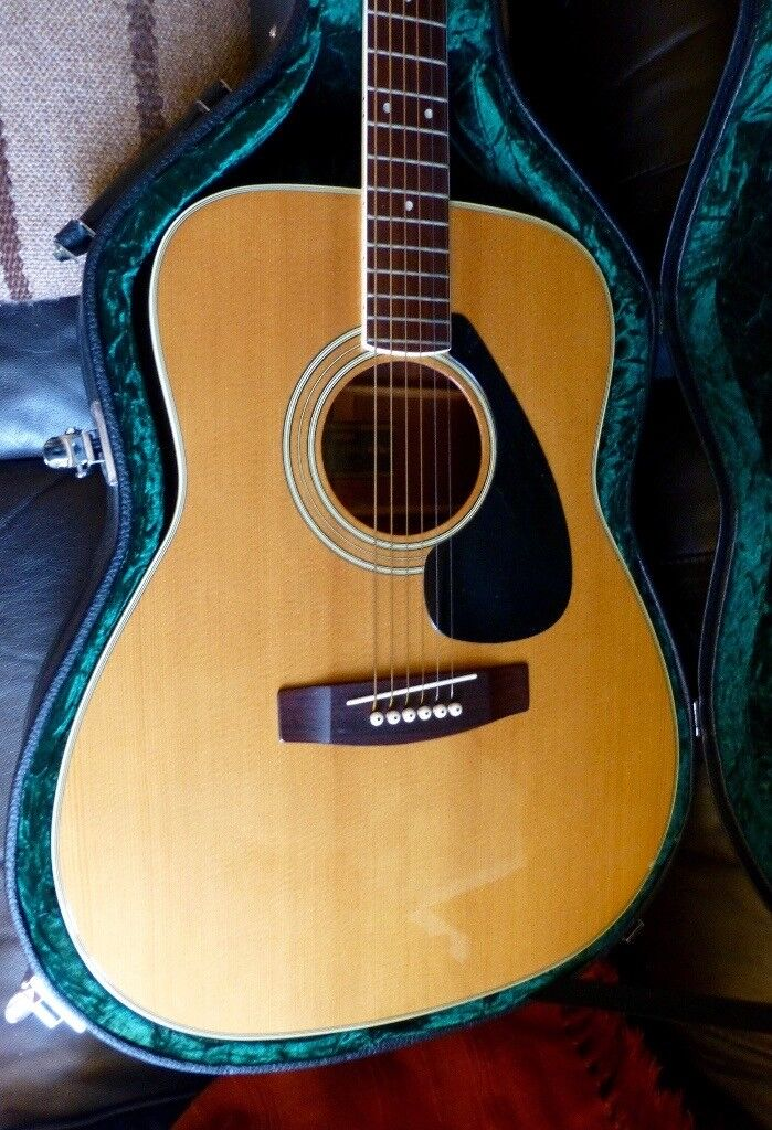 bargain yamaha fg 180 jumbo acoustic guitar tuner shaped case will sell w o very good. Black Bedroom Furniture Sets. Home Design Ideas