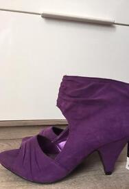 Ladies open toe purple shoes. Size 5