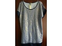 20 X STRIPED CAP SLEEVED TOP BLUE & WHITE WITH SPARKLY GOLD SHIMMER NEW WITH TAGS
