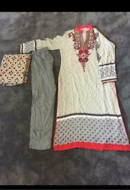 Asian ladies women's shalwaar kameez small size it's designe