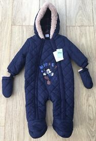 Brand New with tags Boys Disney Mickey Mouse Hooded Snowsuit with Mittens 6-9 Months