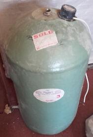 hot water tank working order 450 x 900