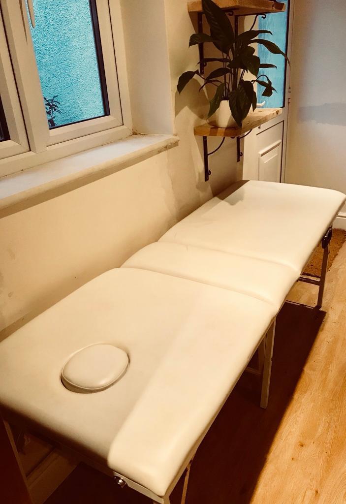 Folding massage /beauty / treatment table