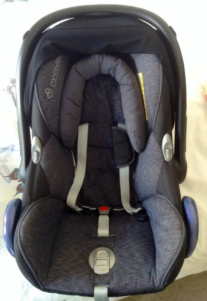 maxi cosi pebble car seat and cabrio fix base in county antrim gumtree. Black Bedroom Furniture Sets. Home Design Ideas