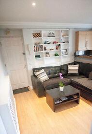 Amazing single room in two bedroom flat in Wimbledon
