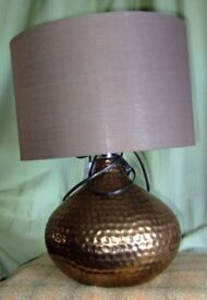 LARGE DESK TABLE LAMP. STURDY 'MOROCCAN HAMMERED BRONZE' EFFECT BASE WITH LARGE DARK BROWN SHADE.