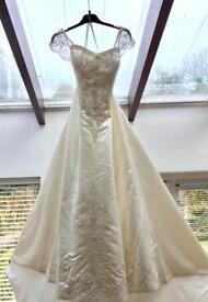Beautiful Ivory Wedding Dress and Vale