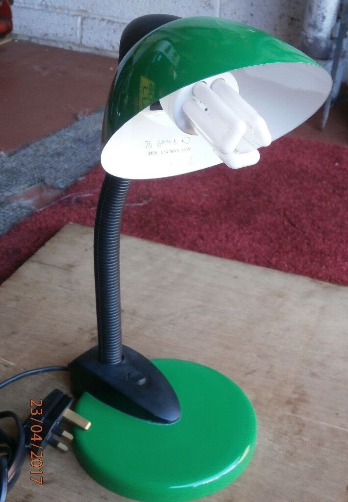 Adjustable reading light for salein Winsford, CheshireGumtree - Adjustable reading light in green and black. Green base and shade and black bendable upright shaft. Approximately 13 inches (33 cm)in height. Rocker on/off switch. With approximately 70 inches (180 cm) of cable. Location Winsford