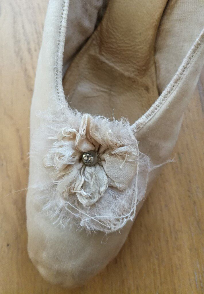 80b868981ca159 VINTAGE WEDDING SHOES EDWARDIAN 1910 SHOES Silk Embroidered ANTIQUE SHOES  Period Costume Restoration