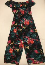 Flowery jumpsuit off the shoulder