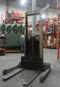 CROWN Electric Lift Pallet Stacker