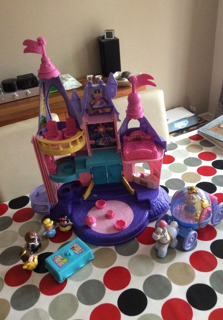 Little People Musical Castle and Carriagein Ashby de la Zouch, LeicestershireGumtree - For sale Fisher Price Little People Musical Castle and Carriage with figures. Still in full working order and good condition. No longer played with. Collection only