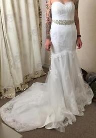 Pristine unworn stunning size 10 ivory fishtail wedding gown