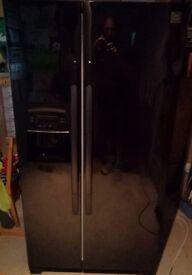 American Fridge Freezer w Ice Maker and filtered water dispenser