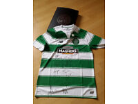 Celtic official signed top 2016 by squad and manager with box and crest in embossed silver on front