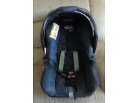 Child car seat *** GRACO *** with base and a hood