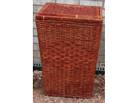 VINTAGE LARGE WILLOW LINEN CLOTHES WASHING LAUNDRY BASKET WITH LID