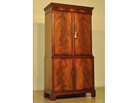 Attractive Large Vintage Antique Style Flame Mahogany Cocktail Drinks Cabinet