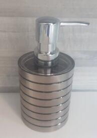 NEW Metal Chrome Effect soap liquid dispener bath shower body room bed tv draw frame plant table rug