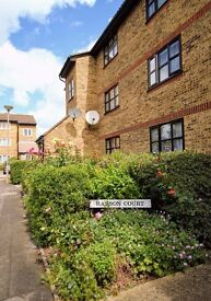 Spacious one bedroom flat 10 mins from Walthamstow Central with parking