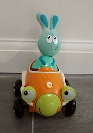 JoJo Lapin car. Plays music and ejects rabbit when it crashes. Watch the video !! VGC