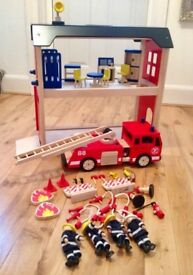 Pintoy wooden fire engine & accessories