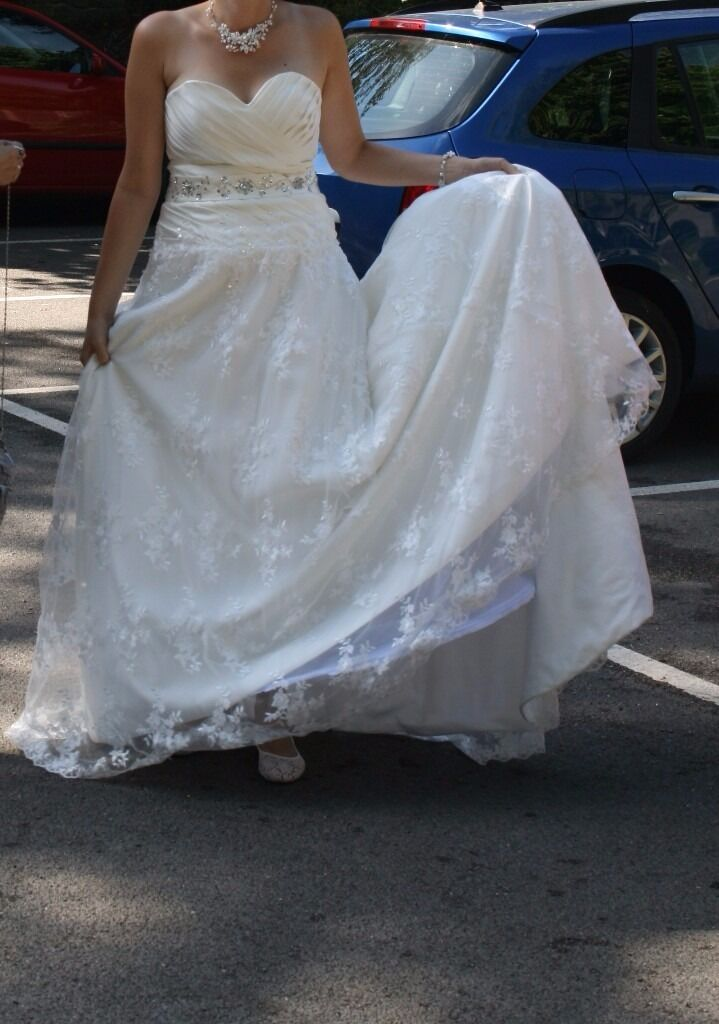 Wedding dress size 1214lace, heart necklinein Guildford, SurreyGumtree - Wedding dress size 12 14 16. Comes with a wheel underneath. There are ties at the back of the dress so it will fit many different body shapes/sizes from 12 upwards. The dress was washed after the wedding so you dont need to clean it. Very comfortable...