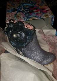 Irregular choice pearl necture shoes size 7 (40)