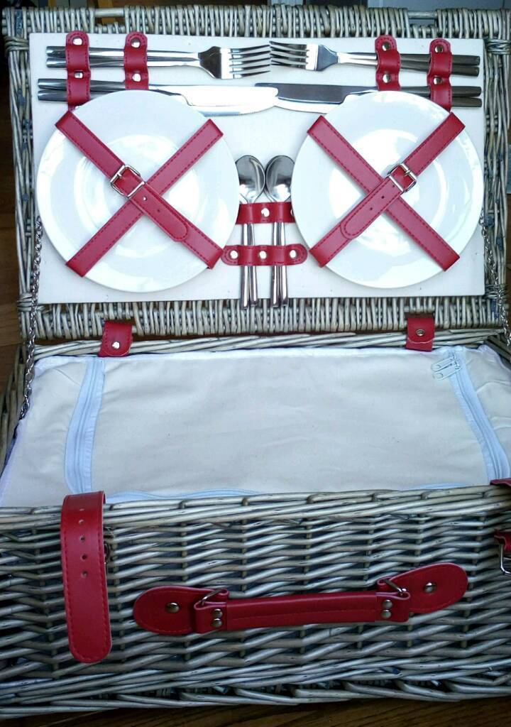 Brand new fitted picnic basket - 4 person