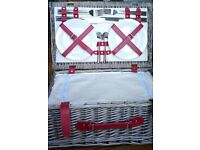 BRAND NEW Fitted Picnic Basket - 4 people