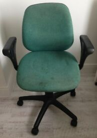 Office chair for home office, fully adjustable a bit grubby. Seat needs a scrub