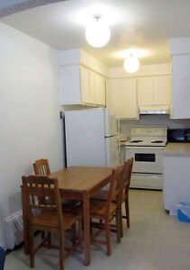 Fully furnished apts, close to vendome metro, wifi, monthly West Island Greater Montréal image 3