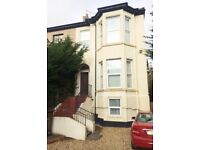 spacious and well presented 2 bed 1st fl apt, Southport, PR8 1HU, close to town centre, with parking