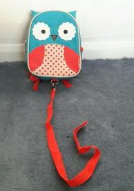 Toddler backpack with detachable rein