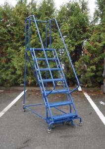 TRI ARC Mobile 7 Step Ladder Stand With Handrails