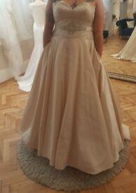 Stunning Ronald Joyce A line wedding dress
