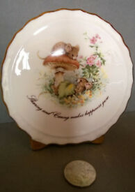 bone china mouse scene ornament