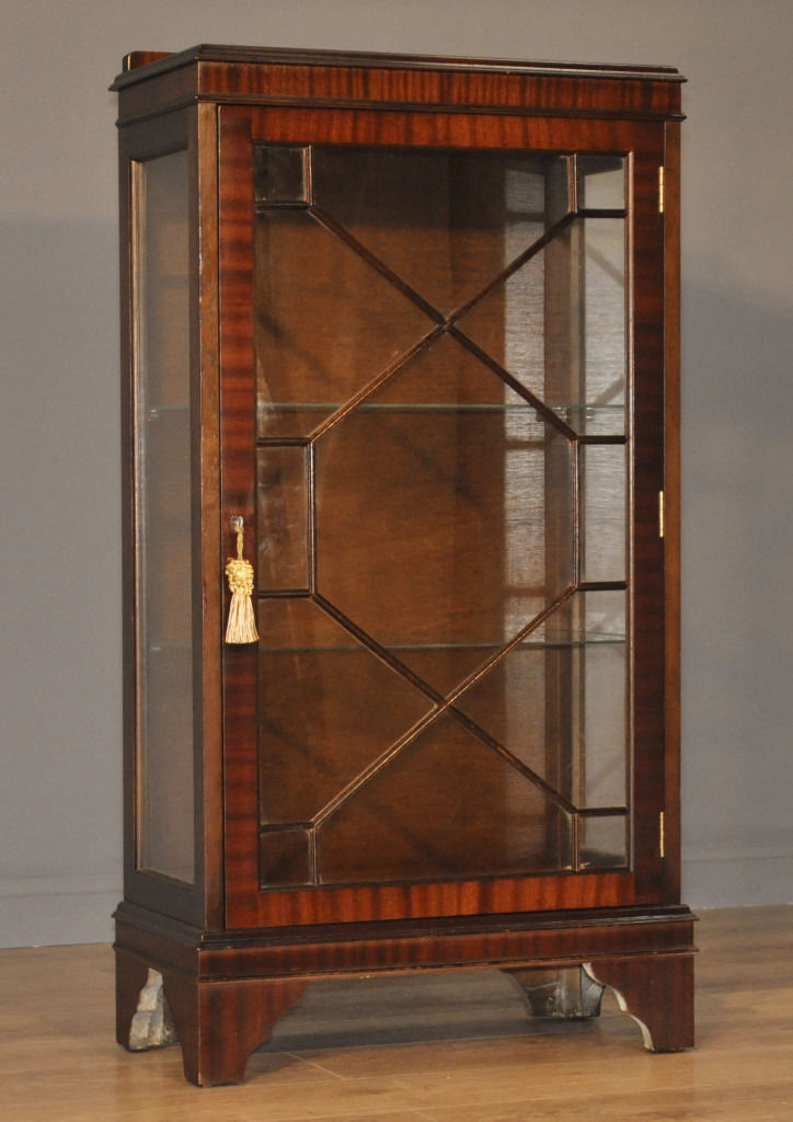 Attractive Small Vintage Mahogany Side Single Display Cabinet