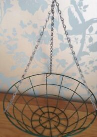14 inch Wire Hanging Basket with Hanging Chains