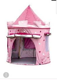 Pop up tent castle