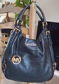 Michael Kors Black Leather handbag - Excellent condition - Like new