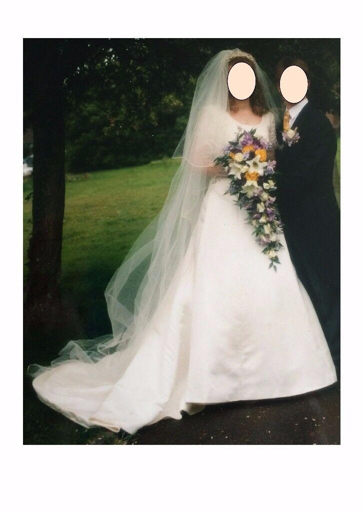 Rosa Clara ivory colour wedding dress
