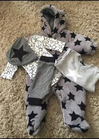 Baby clothes £4 a bundle (lots of bundles)
