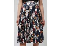 Topshop- Pleated Floral print PU skirt - Size 8 BRAND NEW