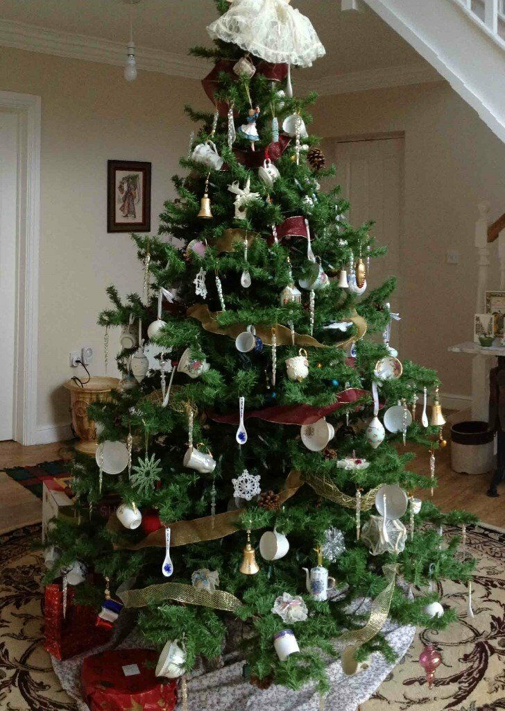 7 Foot Christmas Tree Beautiful And Full Very Life Like In