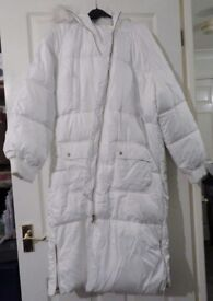 WOMAN PUFFER COAT SIZE 14/16 WHITE