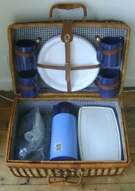 PICNIC SET IN WICKER BASKET WITH MUGS, PLATES, CUTLERY AND VACUUM FLASK ETC.