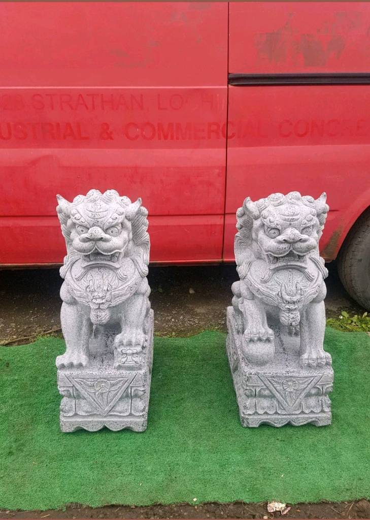 Two chinese Foo Dogs, resin/granit garden ornament, statue sculpture