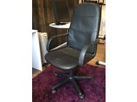 Modern black leather office chair with 360° swivel rotation.
