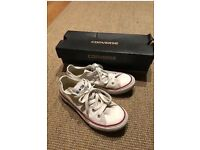 Girls white All Star Converse pumps/trainers size 1 with box